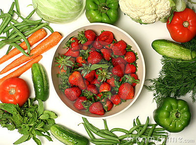 Divers légumes et fraise