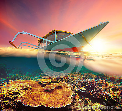 Free Diving Boat At Sunset Stock Photos - 37765603