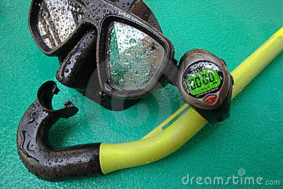 Diving mask with snorkel and timer