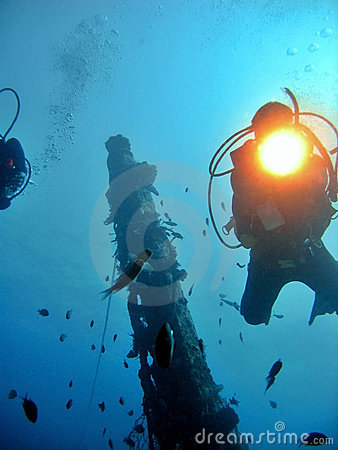 Free Diving On A Wreck Royalty Free Stock Photos - 962228