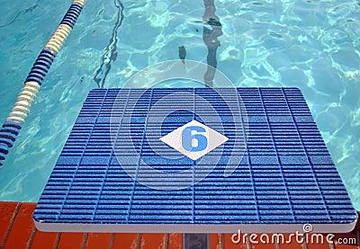 Diving starter block