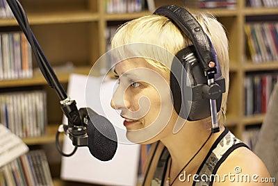 ραδιόφωνο του DJ αναγγελ&l