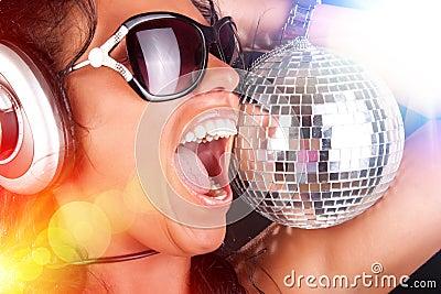 DJ y esfera atractivos