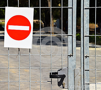 Free Do Not Enter Sign On A Metal Fence Royalty Free Stock Photo - 59516025