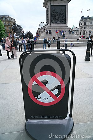 Free Do Not Feed Pigeons Sign In London Royalty Free Stock Image - 94233876