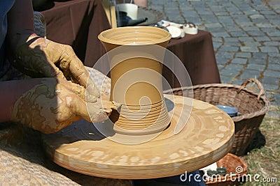 Do pottery
