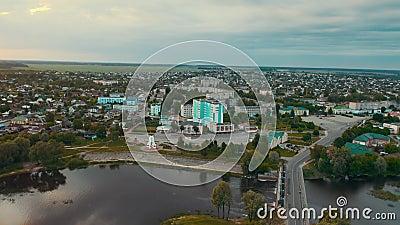 Dobrush, región de Gomel, Belarús Vista Aérea De Dobrush Cityscape Skyline En El Día De Verano Distrito Residencial Y Río almacen de video