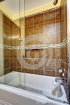 Stanza da bagno semplice con le mattonelle e la pietra fotografie ...