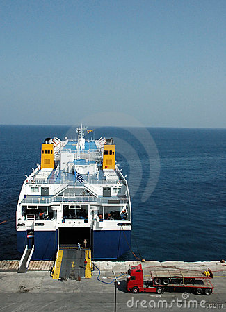 Free Docked Ferry Embarking Royalty Free Stock Photo - 3485585