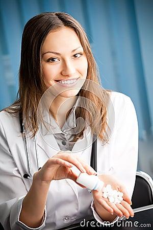 Docteur avec la pillule