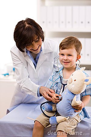 Free Doctor Examining Child Royalty Free Stock Images - 6972659