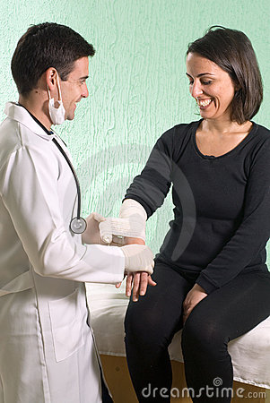 Free Doctor Taping Arm - Vertical Royalty Free Stock Photos - 5706638