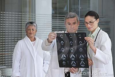 Doctors discussing xray results