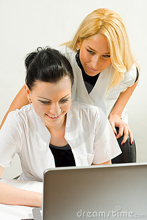 Doctors whit a laptop