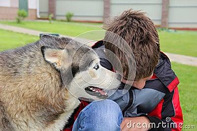 The dog tells his secret tete-a-tete