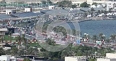 Doha Cornich mit viel Verkehr stock footage