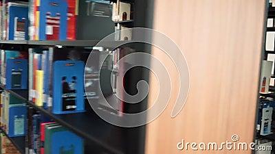Dolly w bibliotece zbiory