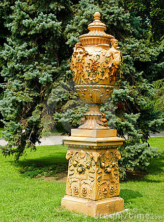 Free Dolmabache Vase Royalty Free Stock Photo - 15626625