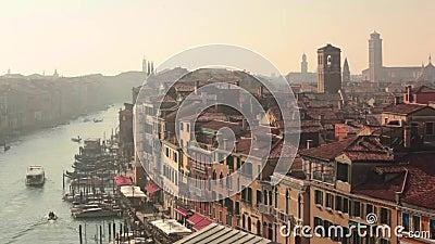 Domínios e telhados em Veneza a partir de cima video estoque