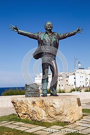 Free Domenico Modugno Statue, Polignano A Mare Stock Photography - 42874402
