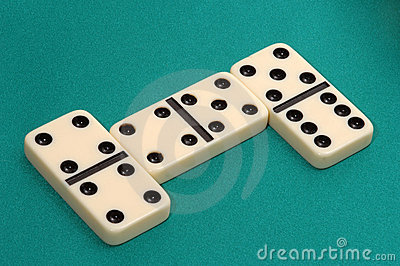 play dominos online