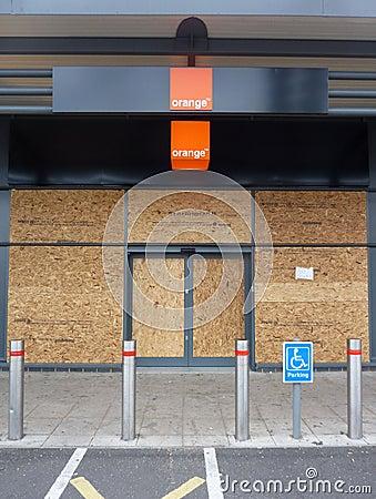 Dommages aux systèmes en stationnement au détail vigoureux de Tottenham Photo éditorial