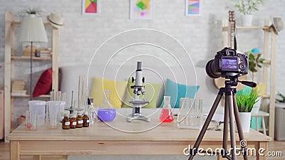 Domowy chemiczny laboratorium na stole, szkolny projekt, nikt zdjęcie wideo