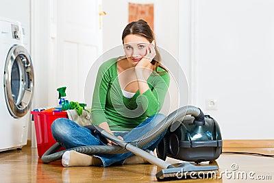 Donna alle pulizie di primavera
