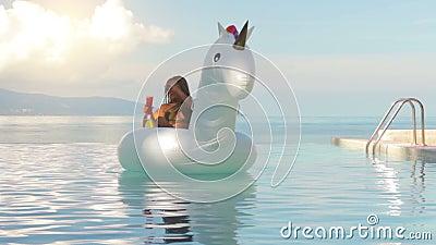 Donna attraente che si trova sull 39 unicorno gonfiabile nella piscina archivi video video 91115777 - Unicorno gonfiabile piscina ...