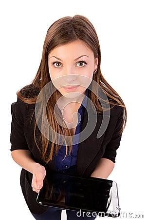 Donna che usando il computer o il iPad della compressa