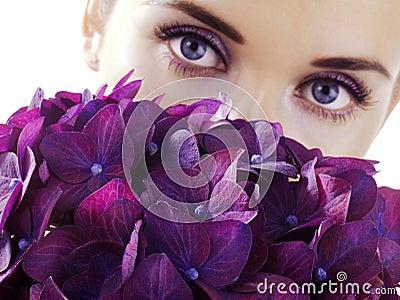 Donna con i fiori
