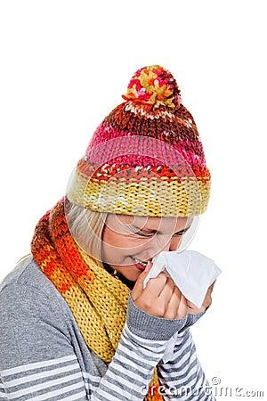 Donna con i freddo e l influenza