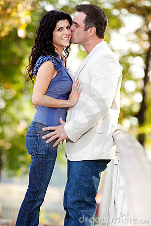 Donna dell uomo di bacio