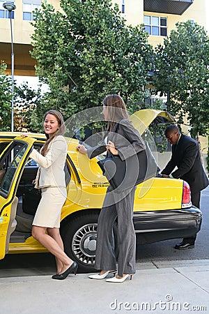 Donna di affari in tassì