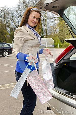 Donna ed automobile