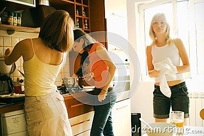 Donna nella cucina