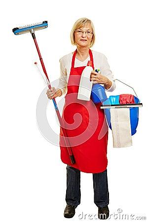 Donne di casa Donna-senior-come-donna-delle-pulizie-49746364