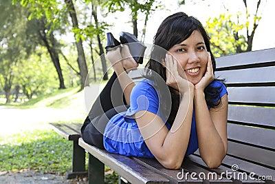 Donna sul banco