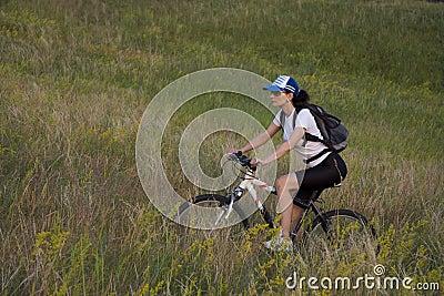 Donna sulla bicicletta