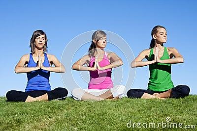 Donne di yoga di mattina