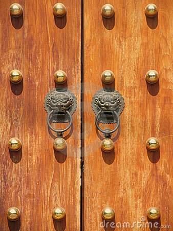 Free Door Handle At Jing An Temple Royalty Free Stock Images - 635429