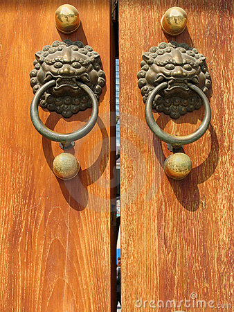 Free Door Handle At Jing An Temple Royalty Free Stock Image - 635816