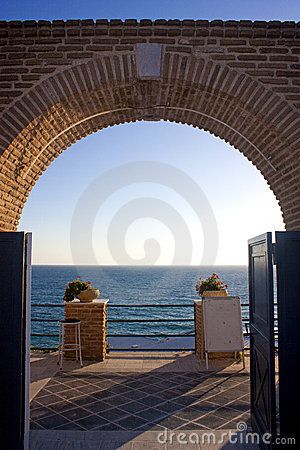 Free Door Open To The Sea Royalty Free Stock Photos - 15655758