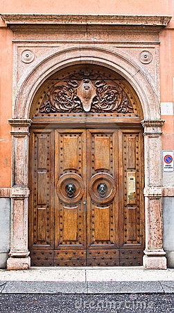 Free Door With A Wolf Head Royalty Free Stock Image - 11346306