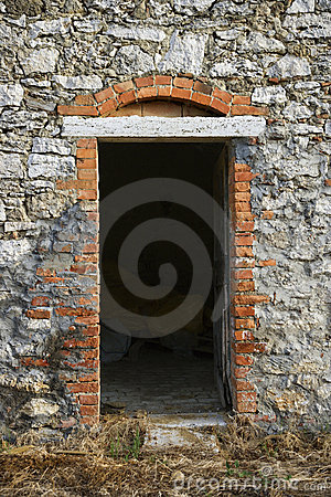 Free Doorway Into Stone Building In Tuscany. Stock Image - 2042041
