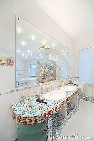 reflexin de espejo del cuarto de bao moderno espacioso foto de archivo imagen with cuarto bao moderno