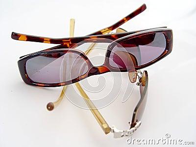Dos pares de gafas de sol