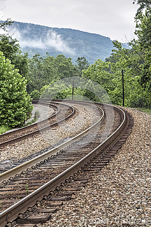 Free Double Railroad Tracks Curve Royalty Free Stock Images - 96413709