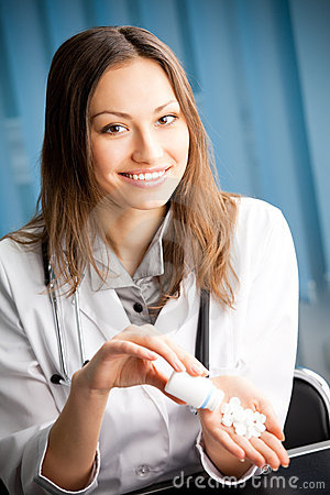 Doutor com comprimido