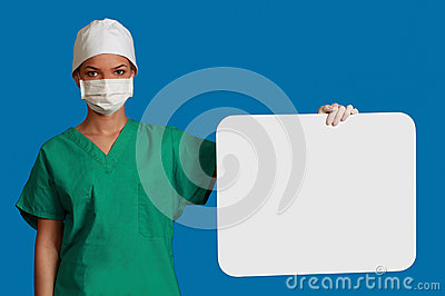 Doutor com uma placa em branco